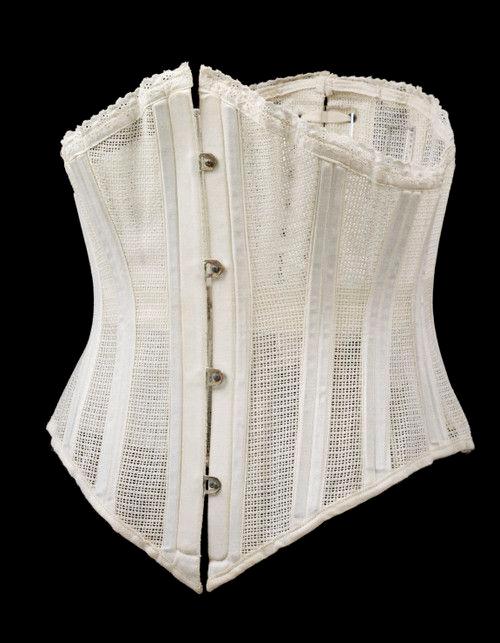 edw-corset-ref02VictoriaAlbertMuseum