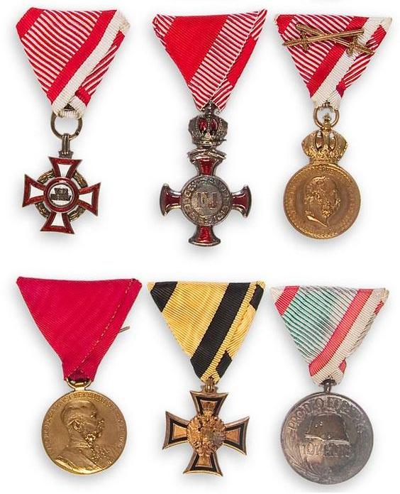 military lolita-crests
